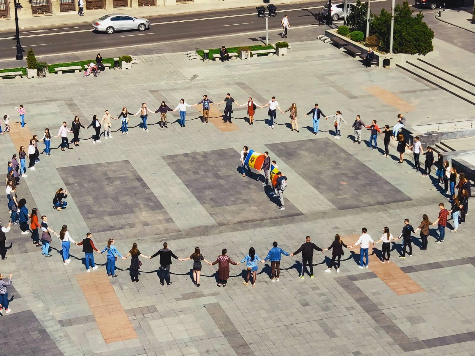 Foto: Studenți basarabeni la Universitatea din Craiova. Foto: ER News