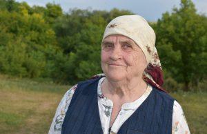 Maria Siminel-Panfilov în satul de baștină Gordinești, Rezina.