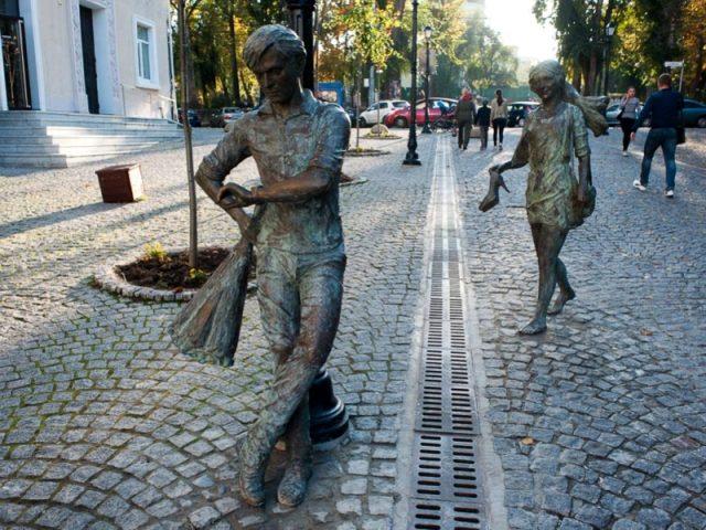 Sculpturile de pe strada pietonală din Chișinău au fost realizate de Pavel Ogreja
