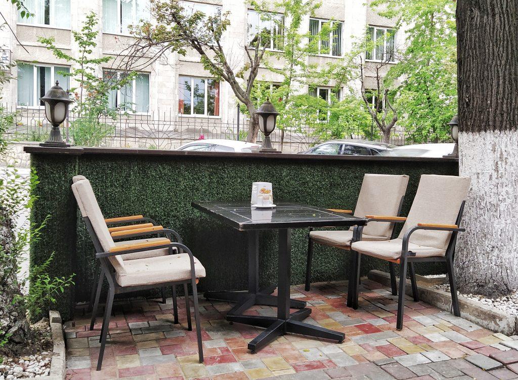 Imagine de la terasa unei cafenele din municipiul Chișinău, autor: Sergiu Bejenari