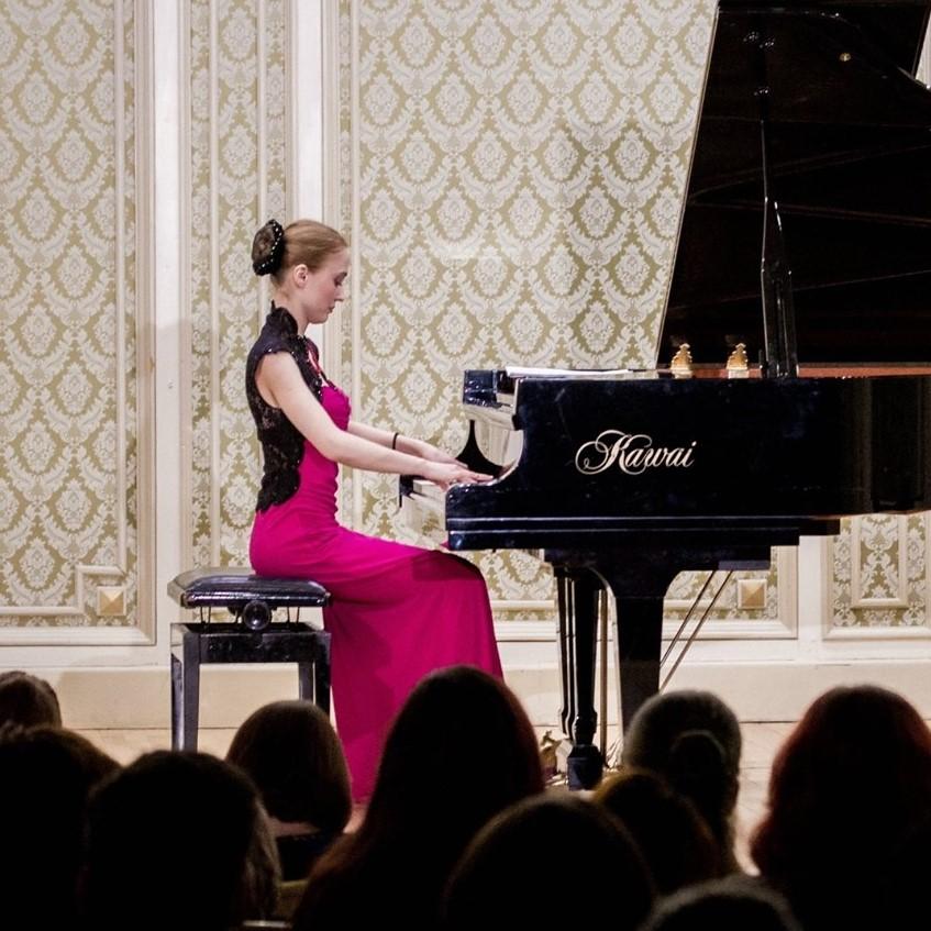 """Lidia Ciubuc: """"Pianul e un instrument elegant și implică eleganță"""""""