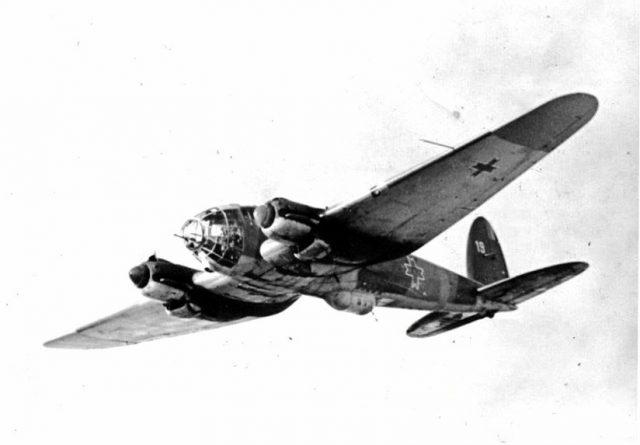 Avion de luptă He-111 de producție germană cu însemne românești. În cerul Basarabiei, aviatorii români erau motivați să lupte, apărând hotarul țării, la vechiul hotar al lui Ștefan cel Mare. Ei se manifestau ca luptători dintre cei mai iscusiți în acea parte a războiului