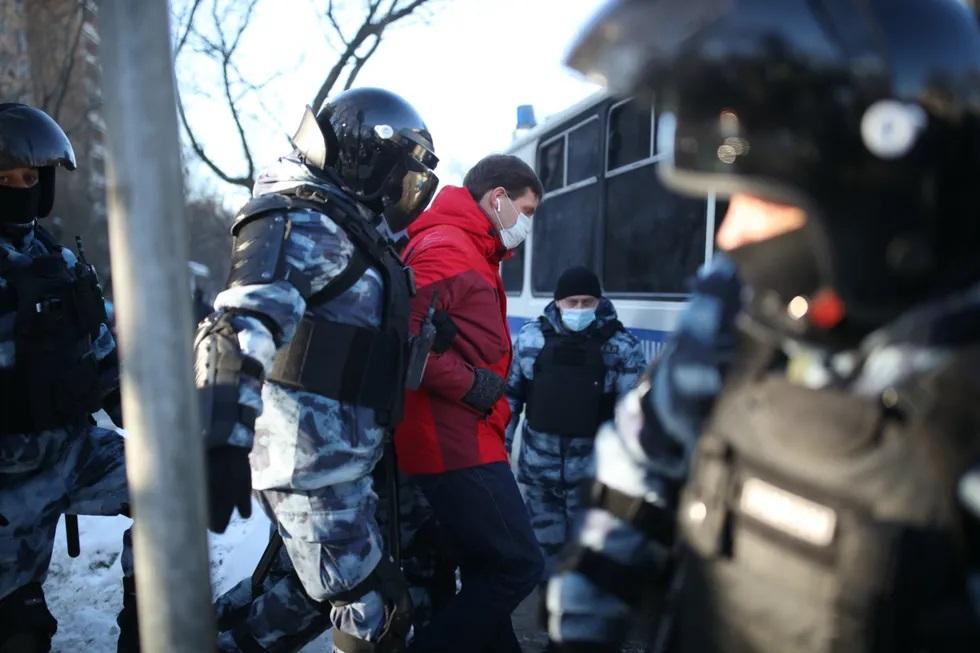 Poliția rusă reține susținătorii lui Navalnîi